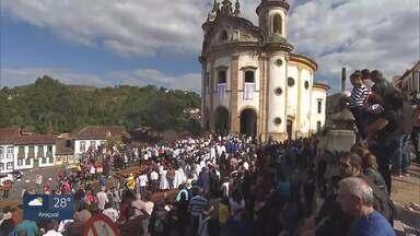 Tapetes de Cospus Christi são tradição em Ouro Preto - Fiéis acompanharam o Santíssimo pelas ladeiras das cidades históricas.