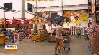 Procura por produtos juninos movimenta comércio em Aracaju - Procura por produtos juninos movimenta comércio em Aracaju.