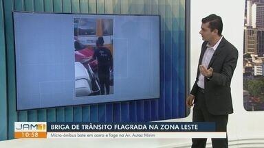 Em briga de trânsito, micro-ônibus bate em carro e foge, na Zona Leste de Manaus - Em briga de trânsito, micro-ônibus bate em carro e foge, na Zona Leste de Manaus