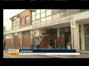 Adolescente que tentou atear fogo na prefeitura de Fabriciano é levado para Fabriciano - Ele pulou do segundo andar do prédio do Fórum durante a sua audiência de julgamento, na tarde desta quarta-feira (19).