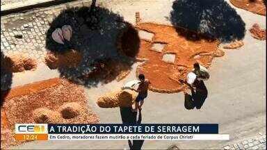 Em Cedro, moradores fazem mutirão para terminar o tapete de Corpus Christi - Confira mais notícias em g1.globo.com/ce