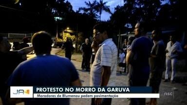 Moradores do Morro da Garuva pedem pavimentação - Moradores do Morro da Garuva pedem pavimentação