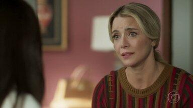Karina não aceita que Milena conviva com Jaqueline - Ela diz que a filha precisa escolher se está do lado da mãe ou de César