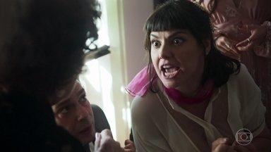 Sara é levada para a casa de Ester - A jovem tenta convencer Bóris a aceitar seu casamento e deixá-la ir embora. Ela se desespera ao descobrir que Abner falsificou uma carta dela para Ali