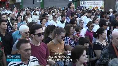 50 mil fiéis participam de procissão de Corpus Christi em Ponta Grossa - Toda a caminhada durou cerca de duas horas e terminou com uma celebração.