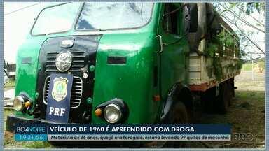 Caminhão fabricado há 60 anos é apreendido com quase 100 quilos de droga - Segundo a polícia, o motorista, de 36 anos, não tinha carteira de habilitação e já era considerado foragido da justiça.