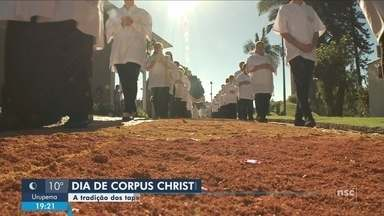 Fiéis celebram Corpus Christi em cidades de SC - Fiéis celebram Corpus Christi em cidades de SC