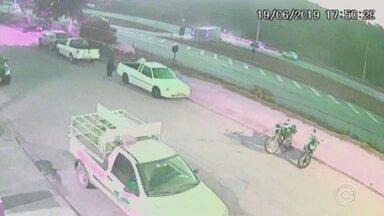 Imagens de câmera de segurança mostram acidente com carreta carregada de cerveja - Imagens de câmera de segurança registraram o acidente com uma carreta carregada de cerveja em Jarinu (SP). O TEM Notícias mostrou hoje que o veículo tombou em uma curva.