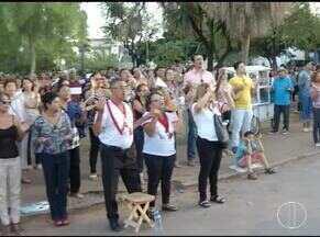 Arcebispo de Montes Claros, Dom João Justino celebra missa para milhares de fiéis - Uma procissão pelas ruas da cidade foi realizada após a missa.