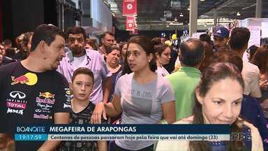 Centenas de pessoas aproveitaram o feriado para visitar a Megafeira de Arapongas - A feira reúne 180 lojistas vendendo roupas, calçados, acessórios e até móveis.