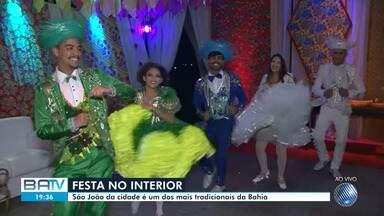 Festejos juninos atraem multidão para Senhor do Bonfim, no norte da Bahia - Evento mantém as tradições da cultura nordestina e traz grandes nomes da música.