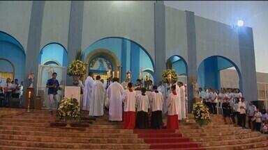 Veja como foi a missa de Corpus Christi em Ituiutaba - Fiéis acompanharam celebrações no fim da tarde de quinta-feira (20). A data católica no município foi marcada pela solidariedade.