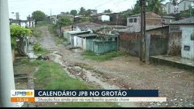 Situação piora na rua Brasília, em João Pessoa, quando chove - Equipe do Calendário acompanha a luta dos moradores.