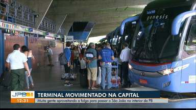 Movimento no Terminal Rodovíario de João Pessoa em direção às cidades do interior - Os principais destinos são Campina Grande, Sousa, Patos e Cajazeiras.