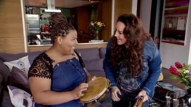 """Menina que viralizou na internet cantando Ana Carolina conhece a cantora - Isabel Cristina, de 13 anos, ficou famosa nas redes depois que seu professor de música postou um vídeo seu cantando a música """"Garganta""""."""