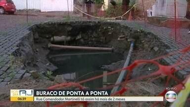 Moradores do Grajaú reclamam de buracos - A rua Comendador Martinelli tem uma cratera há mais de dois meses. Em Guadalupe, os buracos na rua Beberibe atrapalham o trânsito e colocam em risco quem passa.