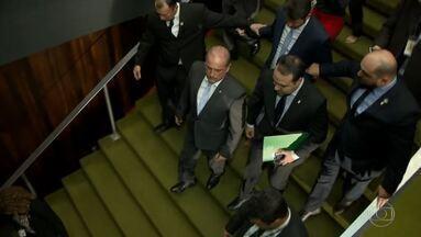 Bolsonaro revoga regras que facilitariam porte de armas e edita decretos sobre o tema - Decreto flexibilizava posse e porte de armas. Plenário do Senado aprovou parecer da CCJ pedindo a anulação do decreto.