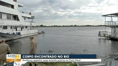 Corpo é encontrado boiando no rio Paraguai, em Corumbá - Corpo de Bombeiros resgatou o corpo, que foi encaminhado ao IML.