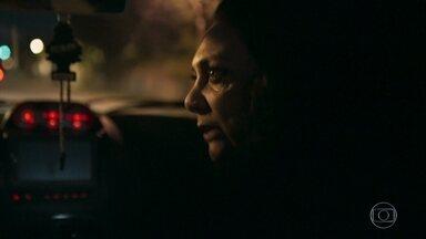Rania obriga Miguel a voltar para casa - Ela não entende a apatia do marido diante do quebra-quebra da loja