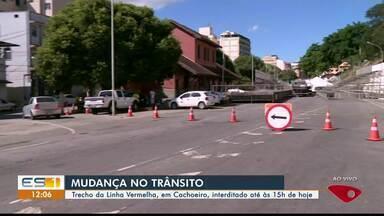 Trecho da Linha Vermelha, em Cachoeiro, no ES, é interditado - Interdição é até as 15h.