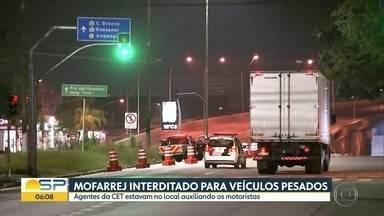 Viaduto Miguel Mofarrej, na Zona Oeste de São Paulo está interditado para veículos pesados - Via é um dos acessos da Marginal Tietê à Ceagesp.