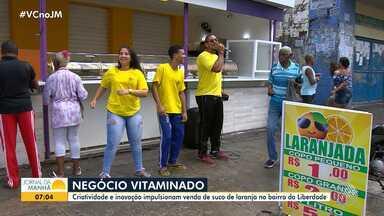 Baianos criam negócios e impulsionam a venda de sucos em diversos pontos de Salvador - No Pelourinho, um empreendedor vende uma bebida que preparou: suco de limão com água de coco. Na Liberdade, um casal investiu na laranjada para aumentar a renda.