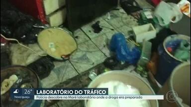 Polícia encontra laboratório usado por traficantes para preparar drogas na Maré. - O local foi encontrado com a ajuda de cães farejadores. Sacos cheios de cocaína pura e maconha foram apreendidos. Ninguém foi preso.