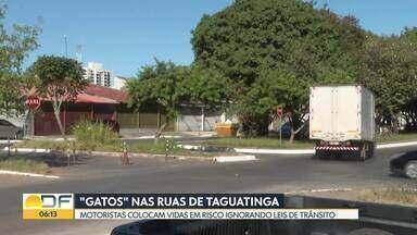 """Motoristas colocam vidas em risco fazendo """"gatos"""" em Taguatinga - Flagrantes mostram desrespeito às leis de trânsito no Pistão Sul e no Setor de Oficinas."""