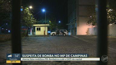 Suspeita de bomba no MP de Campinas mobilizou até o GATE da capital - Um alarme falso de bomba movimentou a sede do Ministério Público, em Campinas (SP), na noite desta terça-feira (2). Polícia Militar, bombeiros e até o GATE, o grupo anti-bombas da capital foram acionados.