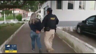 Polícia Rodoviária Federal realiza apreensão de ecstasy na Rodovia Régis Bittencourt - Droga estava com uma passageira de um ônibus de viagem.