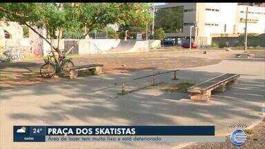 Praça dos Skatistas tem muito lixo e está deteriorada - Praça dos Skatistas tem muito lixo e está deteriorada