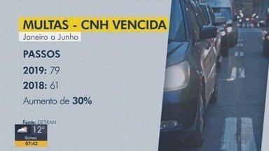 Aumenta o número de motoristas multados com documento fora da validade em Minas - Aumenta o número de motoristas multados com documento fora da validade em Minas