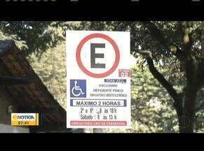 Em Ipatinga, 3% das vagas de estacionamento são destinadas aos idosos e deficientes - Eles devem estacionar em vagas sinalizadas.