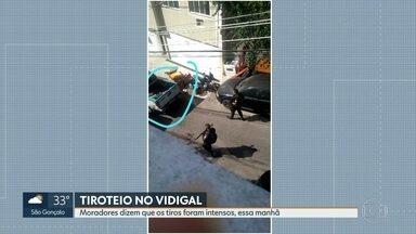 Moradores do Vidigal registram tiroteio intenso em vídeos - Em uma das imagens, dá para ver um homem ferido dentro do carro da polícia.
