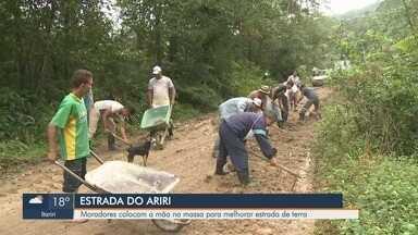 Moradores pedem por melhorias na Estrada do Ariri, em Cananéia - População ainda aguarda que administração pública promova mudanças na área.