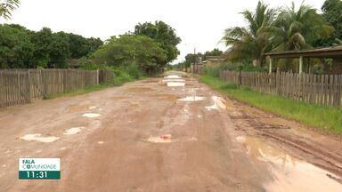 Moradores do bairro Operário reclamam de rua sem asfalto e cobram solução - Buracos e poças de lama aparecem toda vez que chove. Situação fica cada vez mais grave com o passar dos anos.