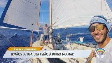 Dois brasileiros a bordo de veleiro estão à deriva no mar na Polinésia Francesa - Irmãos saíram de Ubatuba em março de 2018 para volta ao mundo em embarcação. Pelas redes sociais, eles relataram que sofreram um acidente que destruiu leme da embarcação e estão à deriva.