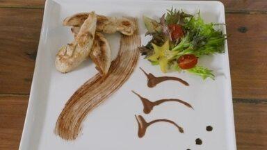 Hoje é dia de chocolate: artes e delícias - Esculturas pra comer com os olhos e chocolate na comida, além da sobremesa
