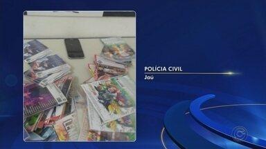 Operação apreende celulares furtados em lojas na região de Jaú - Policiais civis vistoriaram mais de 30 estabelecimentos em quatro cidades e apreenderam 25 aparelhos ilegais que estavam à venda. Ação também achou mais de 6,2 mil DVDs piratas e prendeu dois suspeitos.