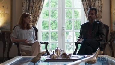 Roma revela a Amadeu que Régis abandonou seu filho - Ela afirma para o advogado que o playboy sabe que tem um filho cadeirante