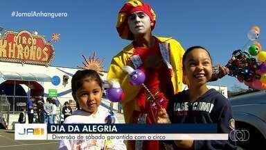 Ação 'Dia da Alegria' leva crianças ao circo, em Goiânia - Evento foi realizado pela TV Anhanguera no Circo Khronos.