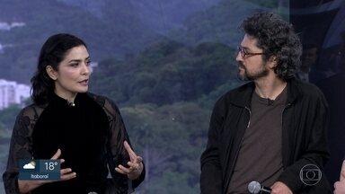 Letícia Sabatella e Fernando Alves Pinto estreiam 'Piaf e Brecht - A Vida em Vermalho'. - O espetáculo está em cartaz no Teatro Prudential, na Glória.