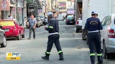 Motoristas enfrentam dificuldades no uso da Zona Azul Digital no Recife - A partir do dia 1º de agosto de 2019, os talões de papel para estacionar na cidade perdem a validade.