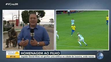 Jogador Daniel Alves vai ganhar uma estátua em Juazeiro, cidade onde nasceu - Homenagem ao baiano ilustre foi anunciada pelo prefeito da cidade através das redes sociais.
