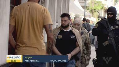 Italianos foram presos em Praia Grande suspeitos de tráfico internacional de drogas - Pai e filho teriam ligações com a máfia italiana. Os dois foram levados para São Paulo.