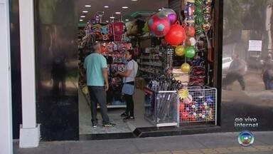 Moradores aproveitam o feriado para fazer compras em Rio Preto - Os moradores de São José do Rio Preto (SP) aproveitaram o feriado para fazer compras.