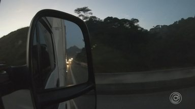 Assaltos frequentes pelas rodovias Anhanguera e Bandeirantes assusta caminhoneiros - Passar pelas rodovias Anhanguera e Bandeirantes pra fazer uma entrega é motivo de medo para os caminhoneiros. Os assaltos são frequentes principalmente na madrugada.