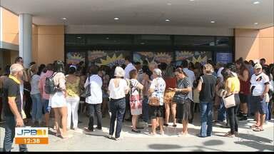 Consumidores de João Pessoa aproveitam a onda de promoções - Shoppings estão lotados.