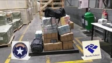 Receita Federal apreendeu mais de 600 quilos de cocaína no Paraná - A droga estava dentro de um contêiner junto a um carregamento de madeira. Os fiscais encontraram a droga com a ajuda de um scanner. Segundo a receita, a droga seria levada para a Bélgica.