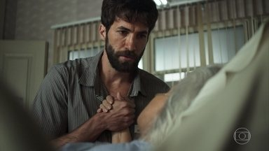 Nilda pede o fim de Maria da Paz pouco antes de morrer - A mãe de Amadeu quer que a boleira seja morta e Rael parece concordar com a avó